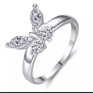 18k White Gold Beautiful Butterfly Ring